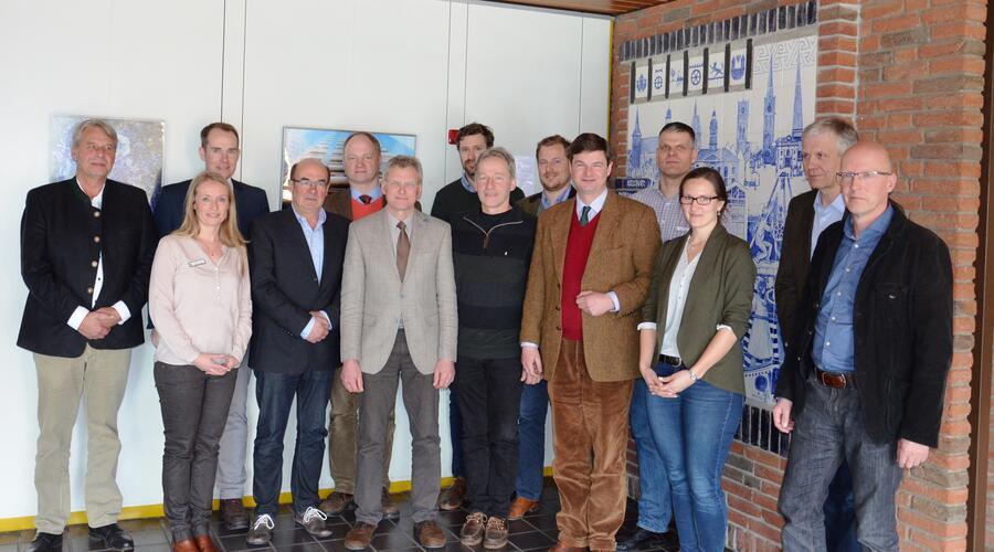 links nach rechts Christian Eichblatt (Mustin), Nadine Heise, Dr. Christoph Mager, Peter Joachim Lass (Marienwohlde), Axel Schulze (Hollenbek), Johannes Weißleder (Linau), Hans-Georg Jansen (Mühlenbrook), Alfons Wiesler-Trapp (Fredeburg), Cay-Nikolaus Jansen (Steinhorst), Christoph Becker (Kittlitz), Björn Ruge, Jana Siemers (Geries Ingenieure GmbH) , Dr. Hartmut Geries, Hans-Peter Anders