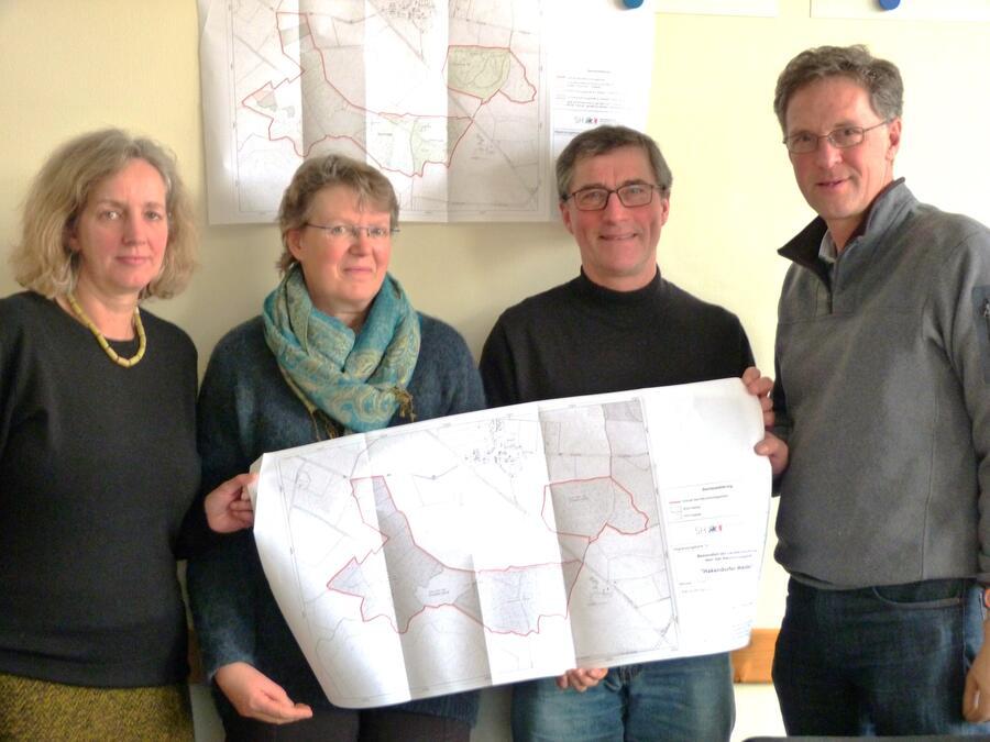 v. l.:  Martina Kairies und Andrea Kühl, Bodo Koch, Dr. Thomas Holzhüter,